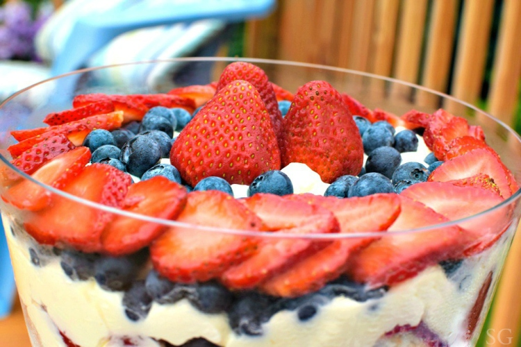 Berry Cheesecake Trifle | Sarah's Grace